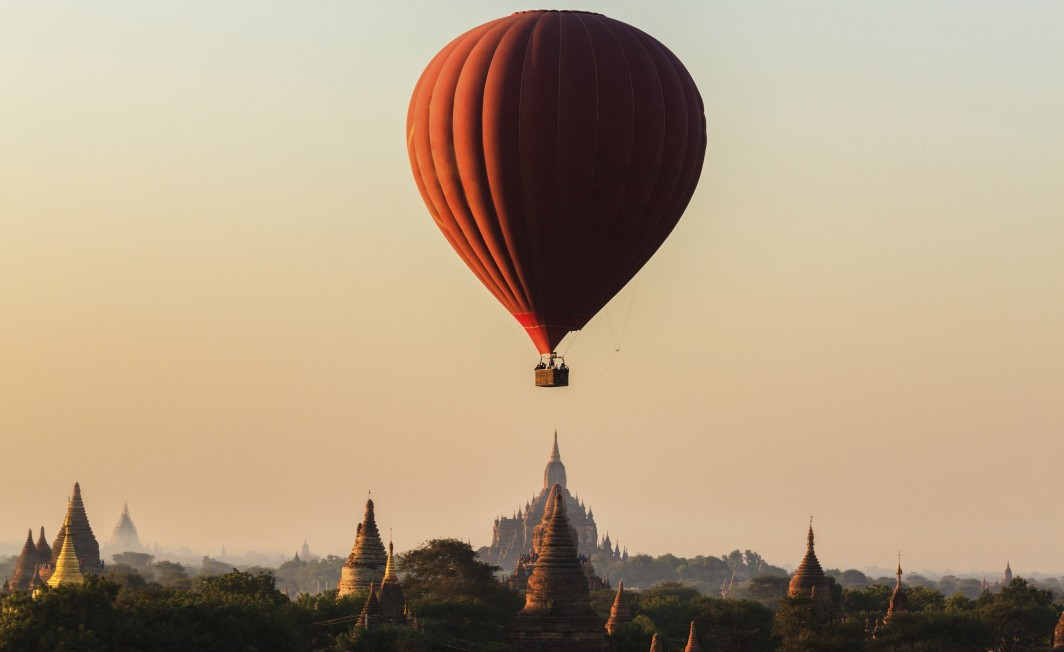 Heteluchtballon over Bagan